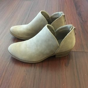 Top Moda V-Cut Ankle Booties Size 7.5